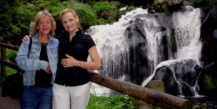 Hanne & Aunti Ri at the Wasserfall in Triberg.